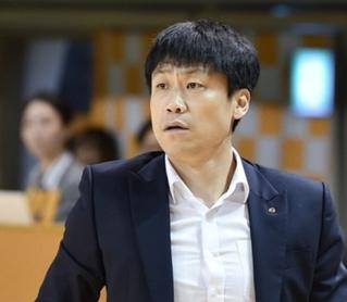 [대표 이미지] 인천 신한은행 에스버드 여자농구단 박성배 감독 자진 사퇴 수용